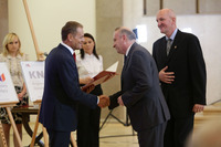 The Office of the Prime Minister of Poland - Prof. Janusz Moryś and Prof. Wiesław Sawicki are receiving the official decision to award the Faculty of Pharmacy the status of National Leading Scientific Centre (KNOW)