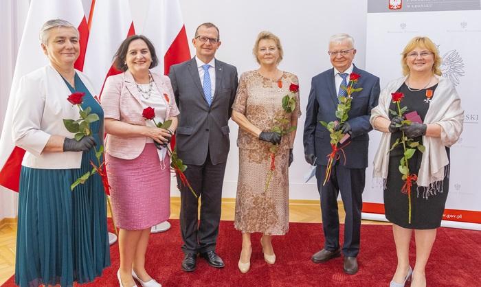 At the photo from left: Prof. Elżbieta Adamkiewicz-Drożyńska, Prof. Małgorzata Sznitowska, Prof. Michał Markuszewski, Prof. Maria Wujtewicz, Prof. Michał Woźniak, Prof. Małgorzata Myśliwiec; photo: Paweł Sudara/MUG